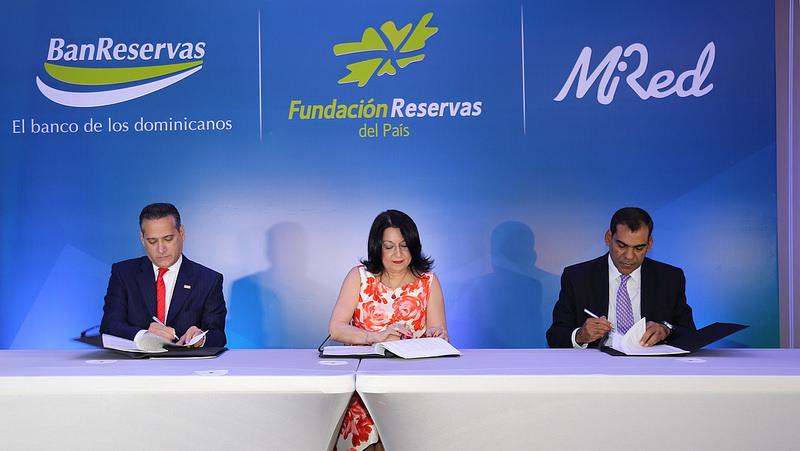 El convenio permitirá facilidades de crédito a los microempresarios dominicanos.
